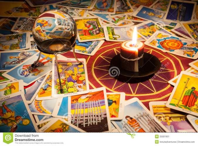 tarot-cards-candle-crystal-ball-25001901